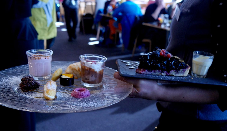 assiette de desserts avec l'altibox degustation